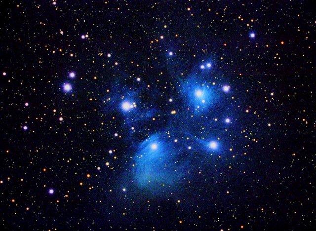 Amas ouvert des Pléiades M45 lunette 155 mm pose 1 h 10 mn photo J.P ...